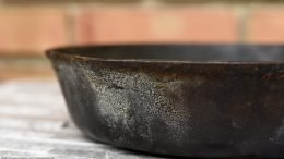 Grease Buildup On An Unrestored Wagner Ware Sidney O Skillet 5, Number 1055