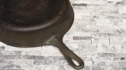Handle On Bottom Of A Wagner Ware Sidney O Size 8 Skillet