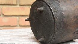 Legs And Gatemark On A Bean Pot Bottom