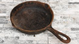 Rusted Handle On A No Notch Lodge Skillet Size 3
