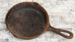 Rusty Cooking Surface On A No Notch Lodge Skillet Size 3