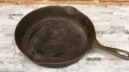 Unrestored Cooking Surface On A Wagner Ware Sidney O Size 8